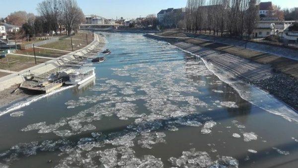 A Dunán úszó jégtáblák Győrnél - fotó: Opre Gábor