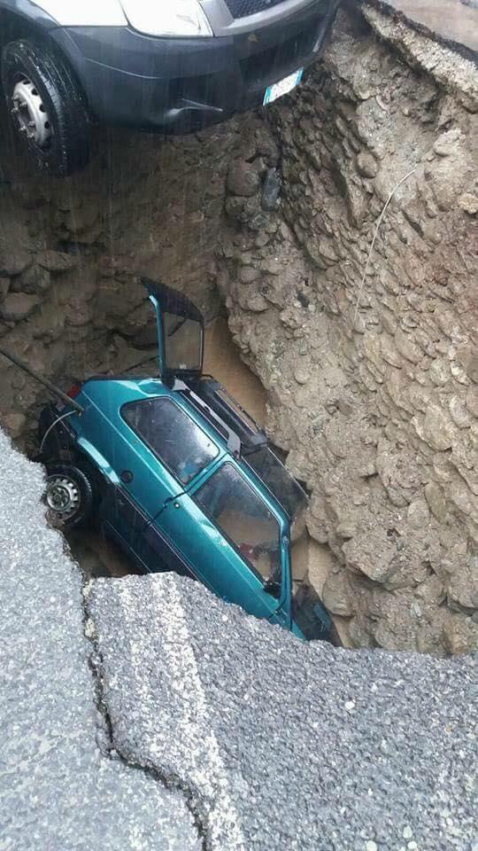 Földcsuszamlásba zuhant autó. Piemont tartomány 2016.11.24.
