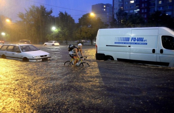 A nyár slágere a vízibicikli MTI Fotó: Bruzák Noémi